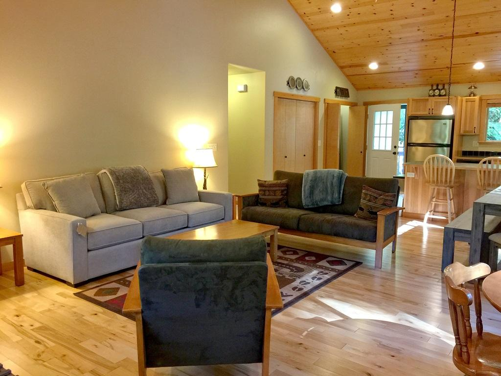Mt. Baker Lodging Cabin #65 – HOT TUB, FIREPLACE, PETS OK, BBQ, WIFI, SLEEPS-10! photo 4001018