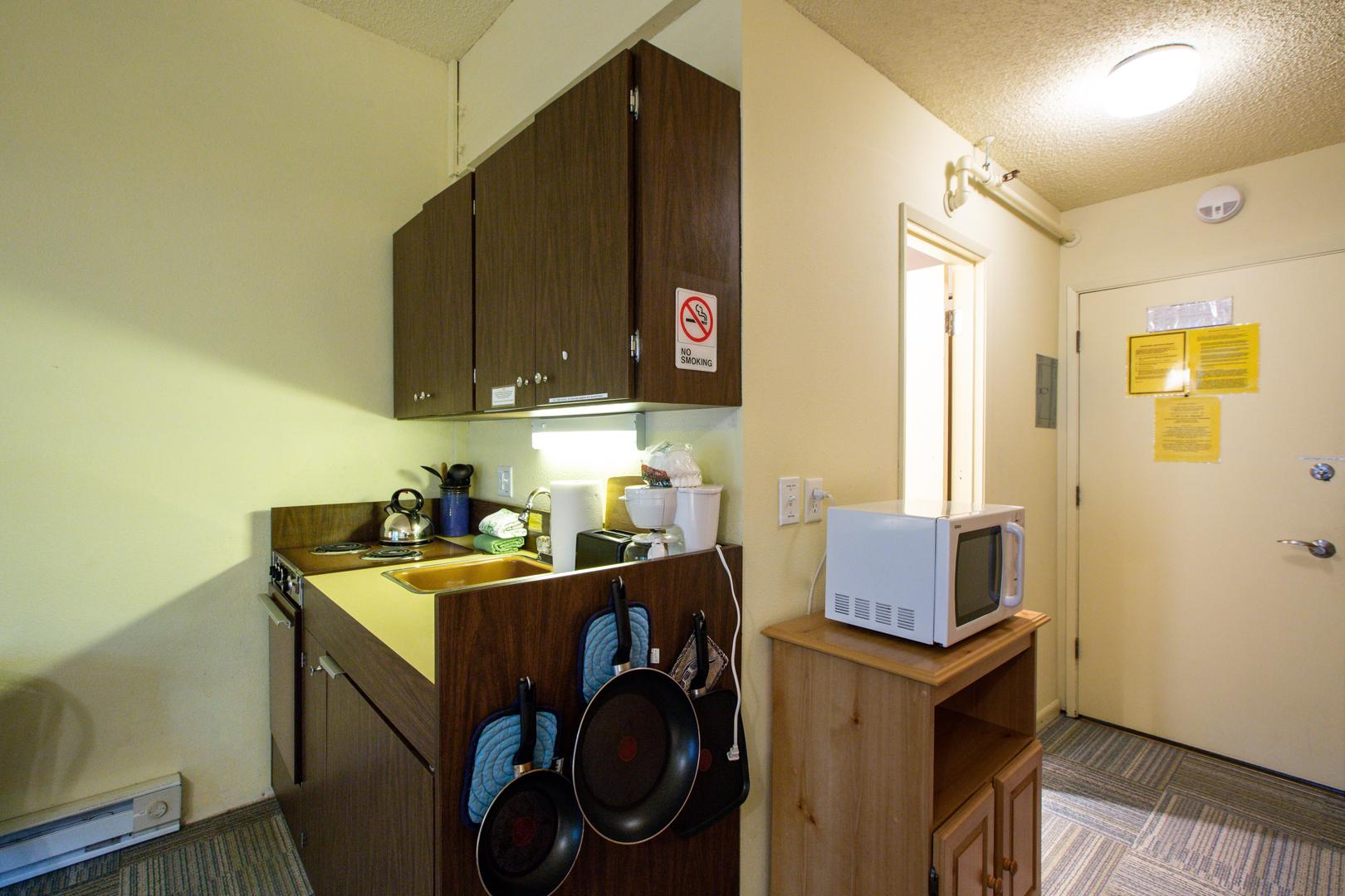 Mt. Baker Lodging Condo #77 – ECONOMICAL, CONVENIENT, KITCHENETTE, SLEEPS-2! photo 31816869