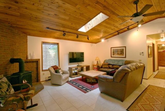 Mt. Baker Lodging Cabin #23 – HOT TUB, WIFI, SAUNA, POOL TABLE, SLEEPS-6! photo 59612
