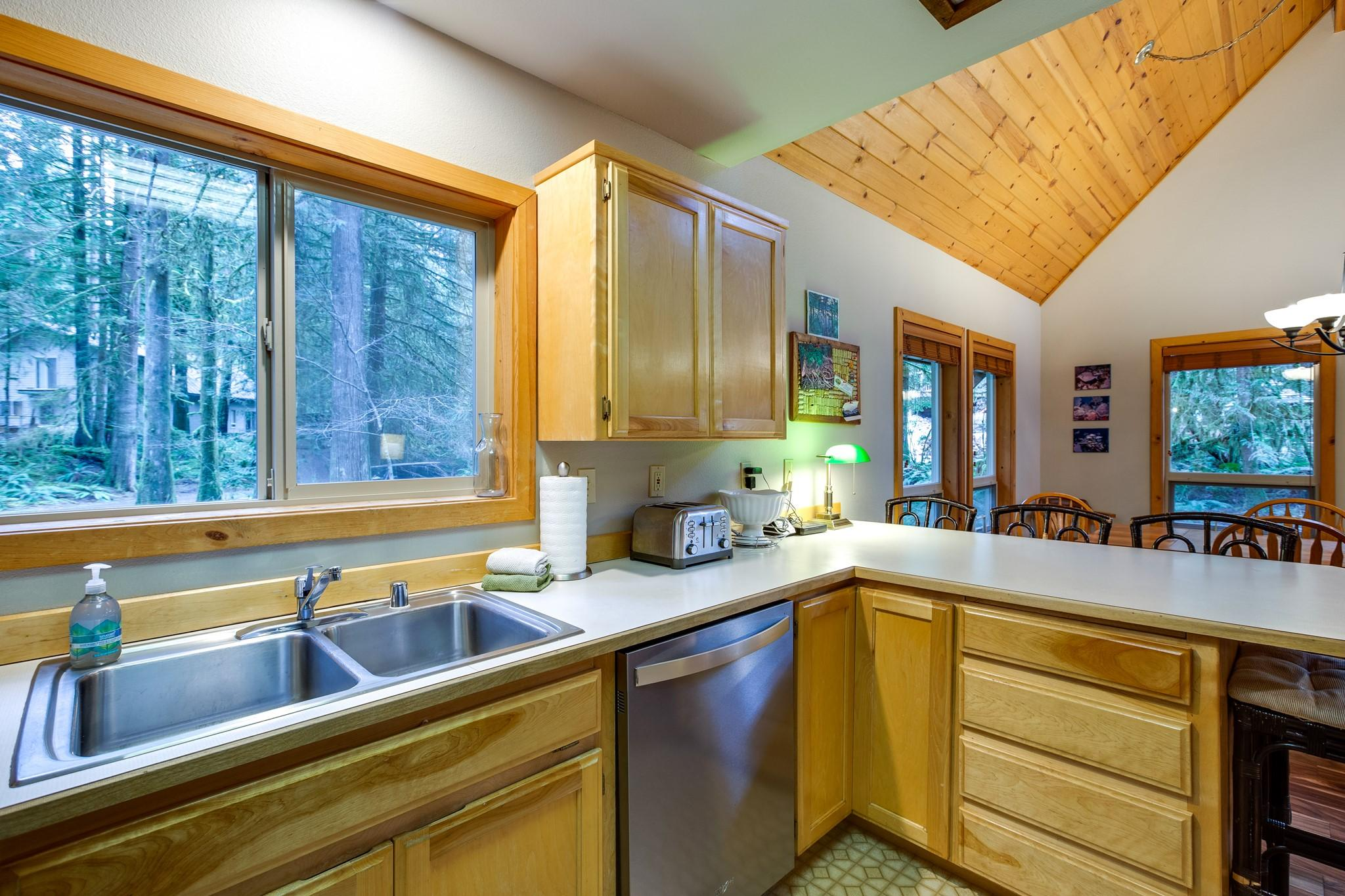 Mt. Baker Lodging Cabin#40 – HOT TUB, BBQ, PET FRIENDLY, WIFI, SLEEPS 8! photo 30888839