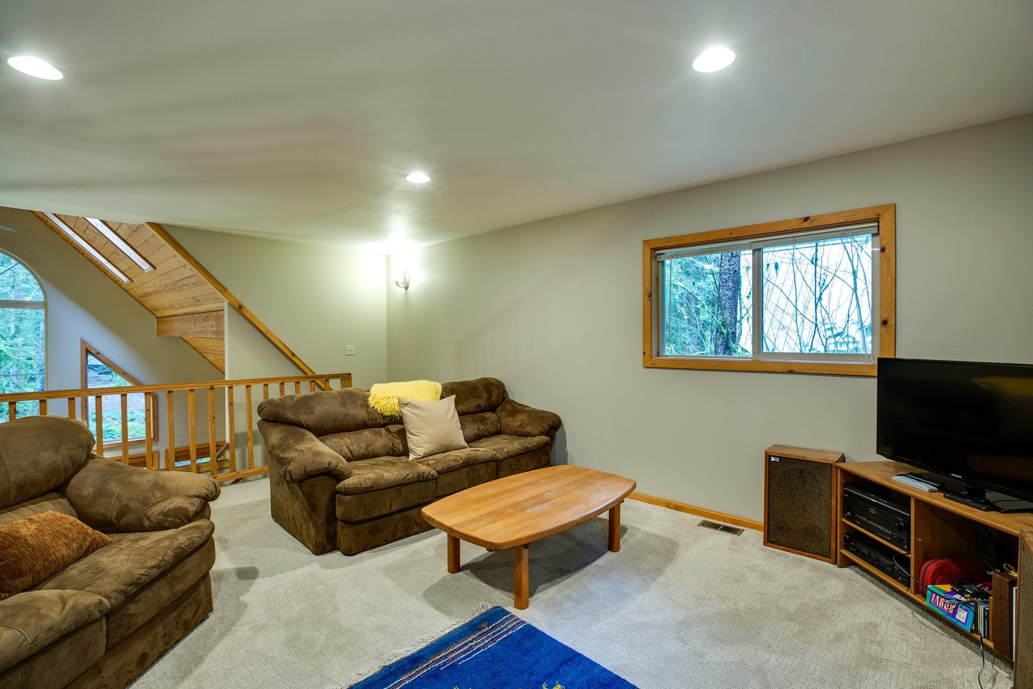 Apartment Mt  Baker Lodging Cabin 40  ndash  HOT TUB  BBQ  PET FRIENDLY  WIFI  SLEEPS 8  photo 30889362