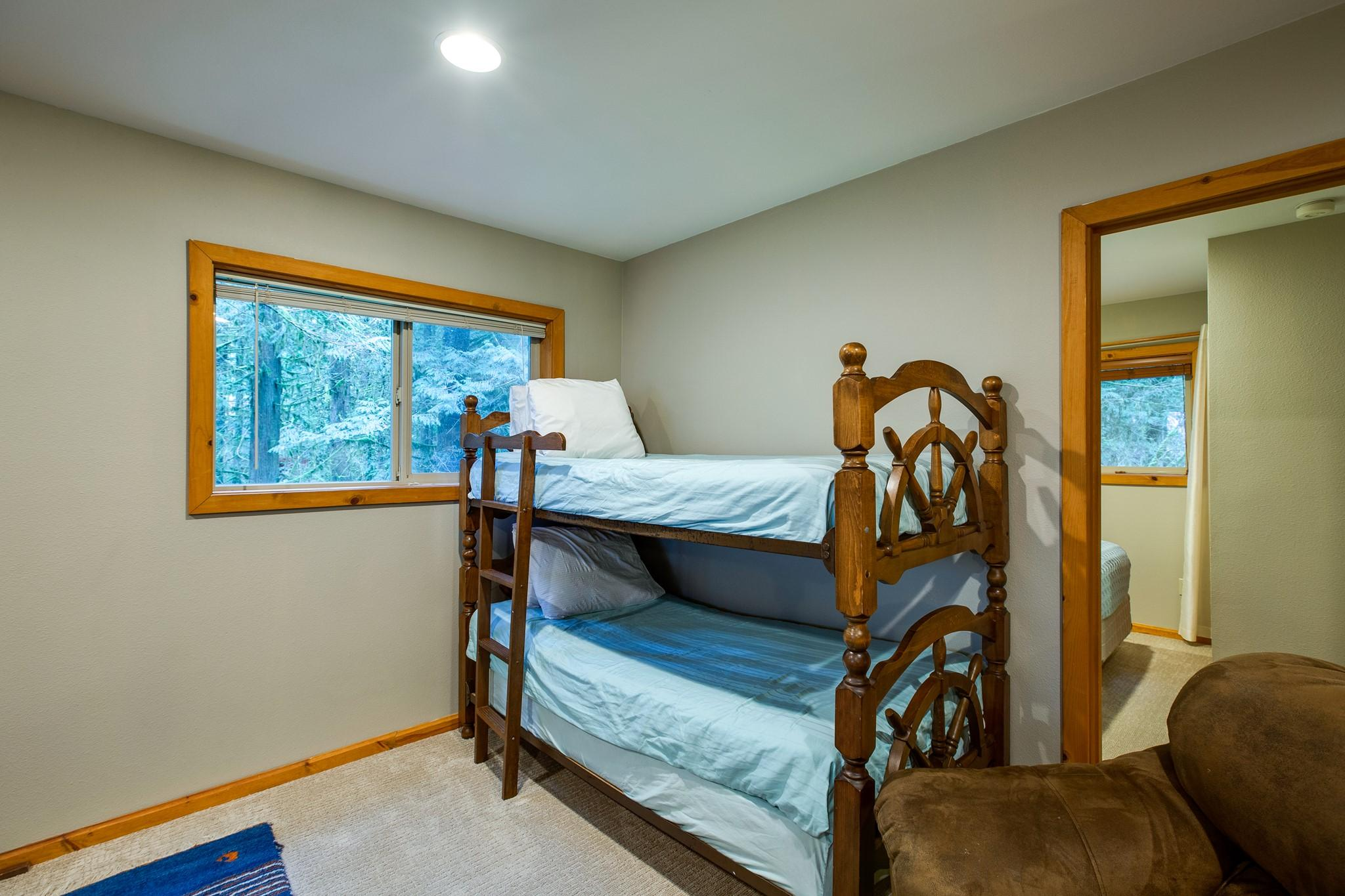Apartment Mt  Baker Lodging Cabin 40  ndash  HOT TUB  BBQ  PET FRIENDLY  WIFI  SLEEPS 8  photo 30889370