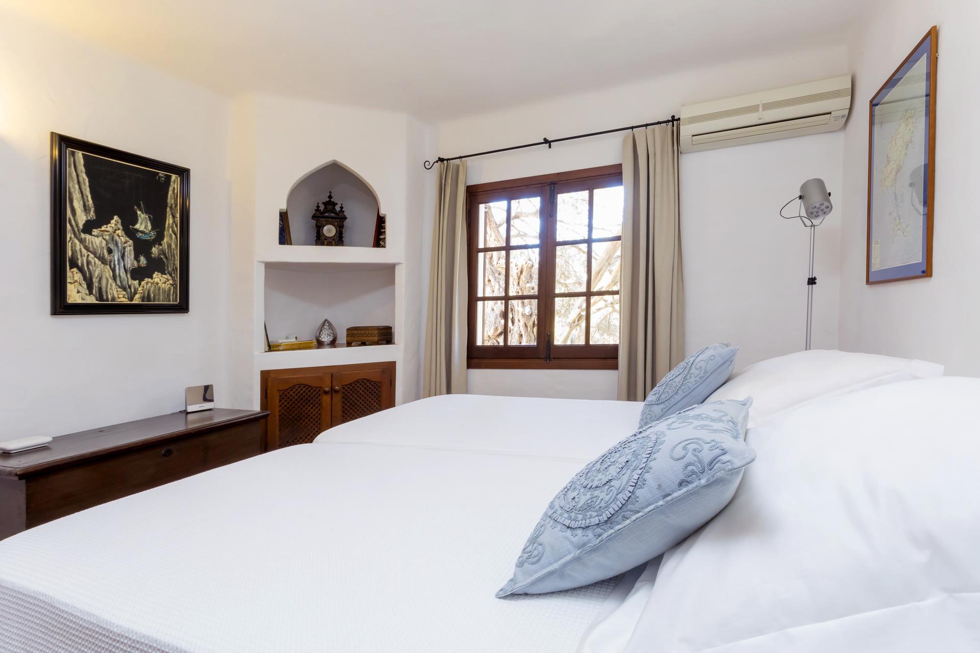 Apartment Villa Cas Berris  Lujo y Vista mar en Es Cubells photo 17097528