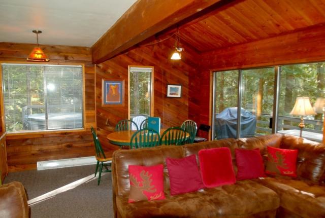 Mt. Baker Lodging Cabin #26 – HOT TUB, WIFI, GAMESROOM, BBQ, SLEEPS-8! photo 59685
