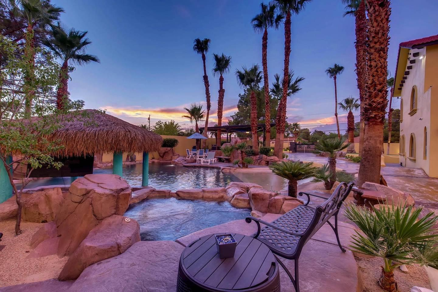 12Bd 13Ba Private Resort, One Of A Kind. photo 26209734