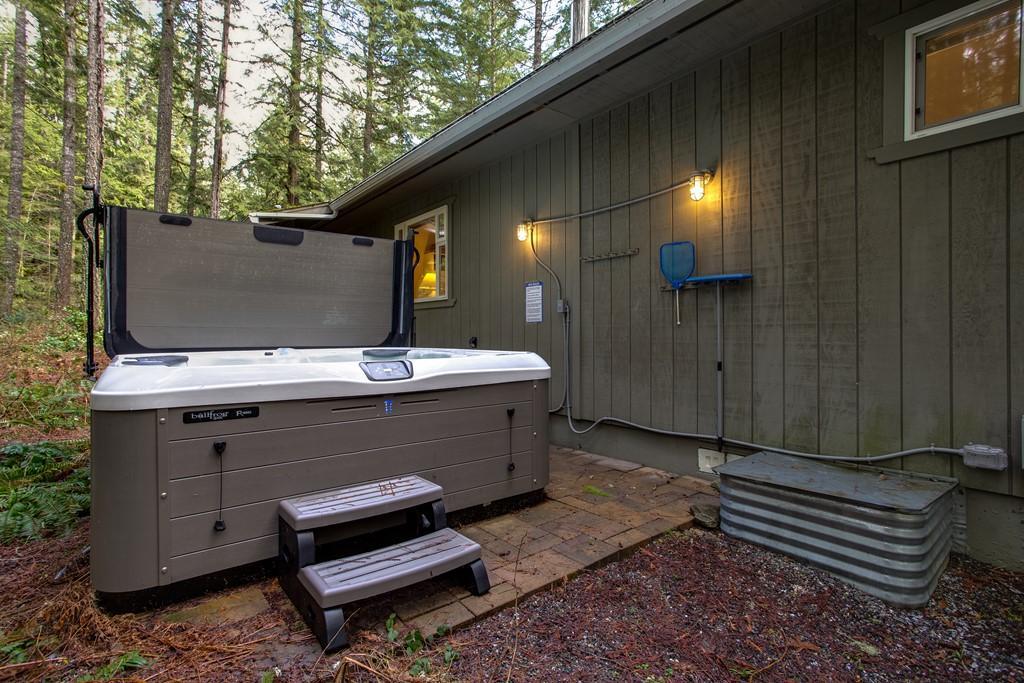 Apartment Mt  Baker Lodging Cabin  30  ndash  HOT TUB  WIFI  DVD  BBQ  W D  DW  SLEEPS 8  photo 27790055